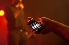 Das RØDE iXY lässt sich direkt an Ihr iOS-Gerät andocken, sieht dabei auch noch ...